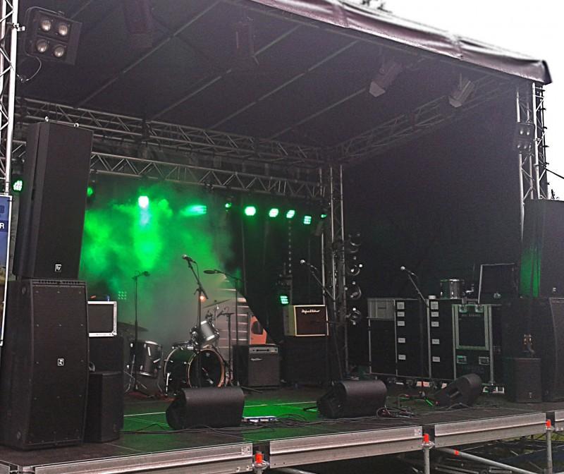 Licht podium stage buiten overkapping