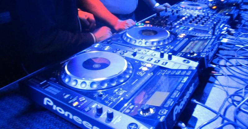 DJ Pioneer CDJ-2000nexus Mixer Liquidx verhuur rental sales